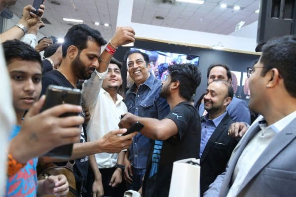 Vindu Dara Singh taking selfies with fans at Super Million Hair Building Fibers stall in Professional Beauty Exhibition Delhi 2018